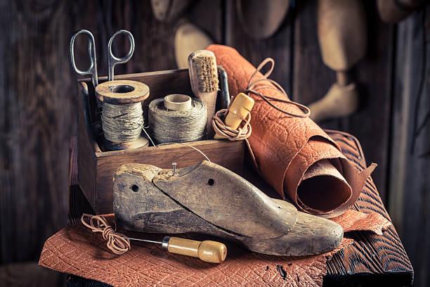 small shoemaker workshop with tools and parts for shoes - remmar godis bildbanksfoton och bilder