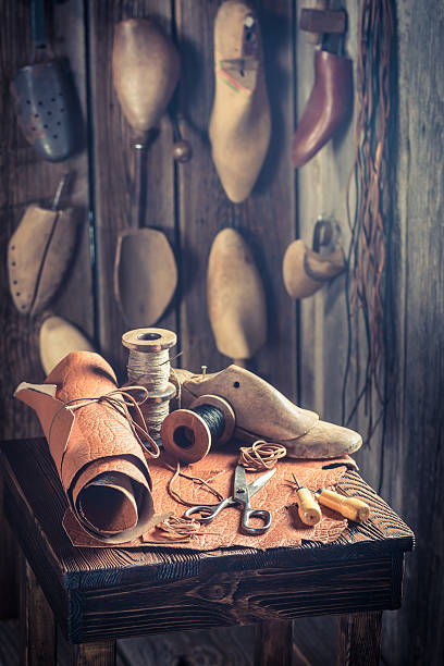 small shoemaker's workshop producing shoes - remmar godis bildbanksfoton och bilder