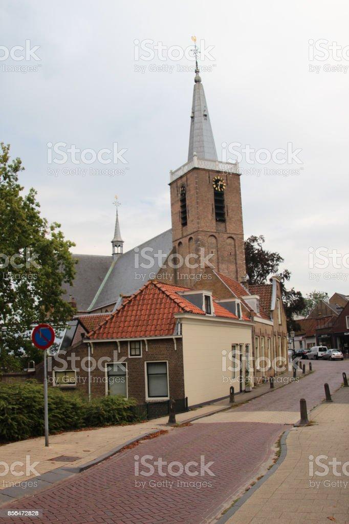 Klein straatje in het dorp van Moordrecht, Nederland foto