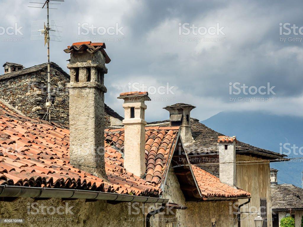 Pequena rua em Orta san Giulio, Itália foto de stock royalty-free