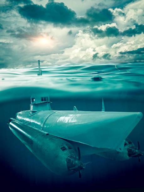 kleine u-boot überwacht das meer - u boote stock-fotos und bilder
