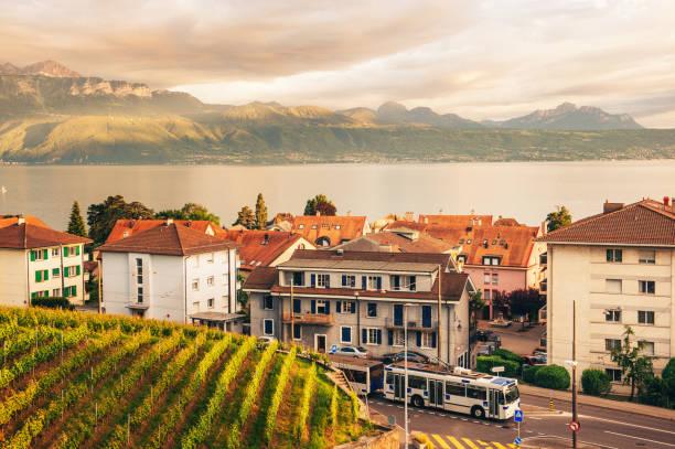 Kleinstadt zwischen Genfersee und Lavaux Weinbergen, Region Lausanne, Kanton Waadt, Schweiz – Foto