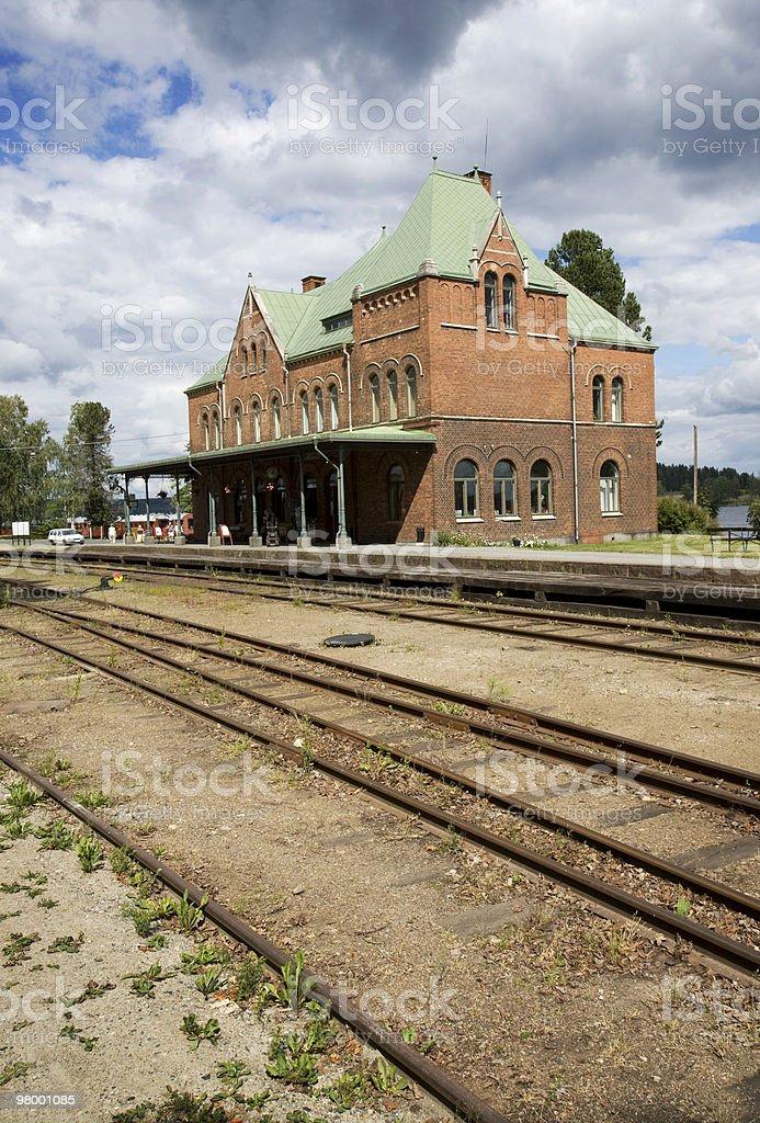 Cidade pequena estação de trem foto royalty-free