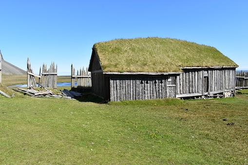 아이슬란드의 베스트라호른 국립공원에 있는 작은 바이킹 마을 녹색에 대한 스톡 사진 및 기타 이미지