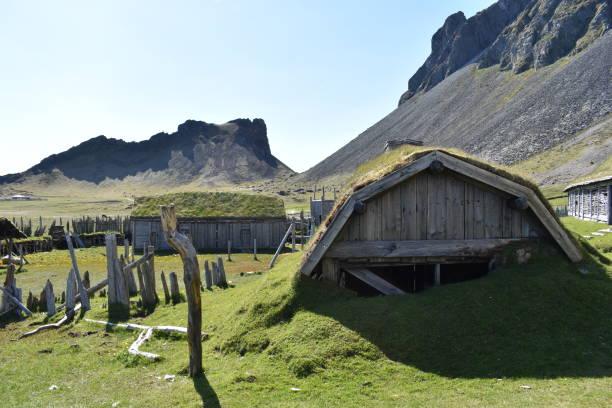 아이슬란드의 베스트라호른 국립공원에 있는 작은 바이킹 마을 스톡 사진