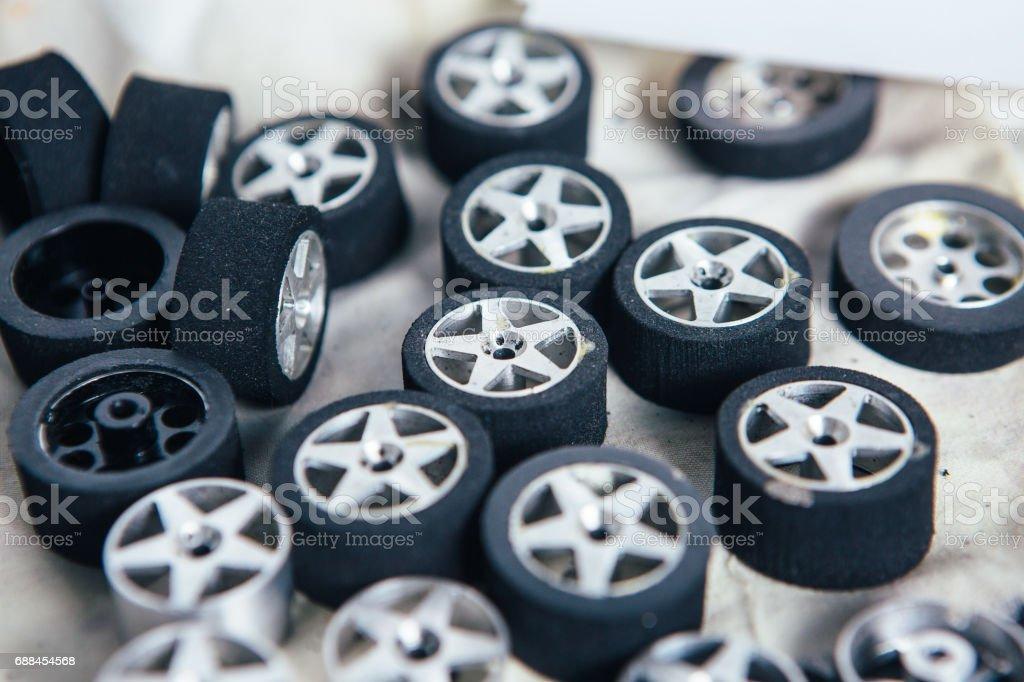 Pequenas rodas para carros em miniatura - foto de acervo