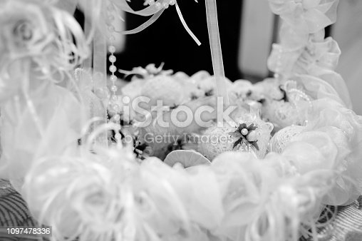 155315629istockphoto Small white pouches with with flowers in the basket. Pouches with gifts for guests at the wedding. 1097478336