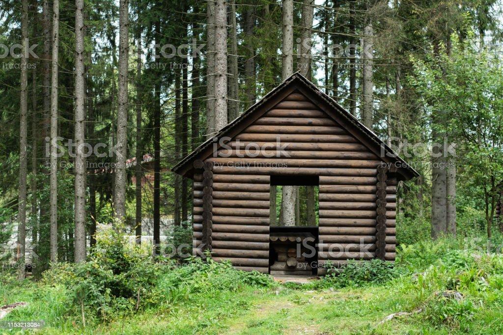 Ein Kleines Holzhaus Im Bergwald Stockfoto Und Mehr Bilder