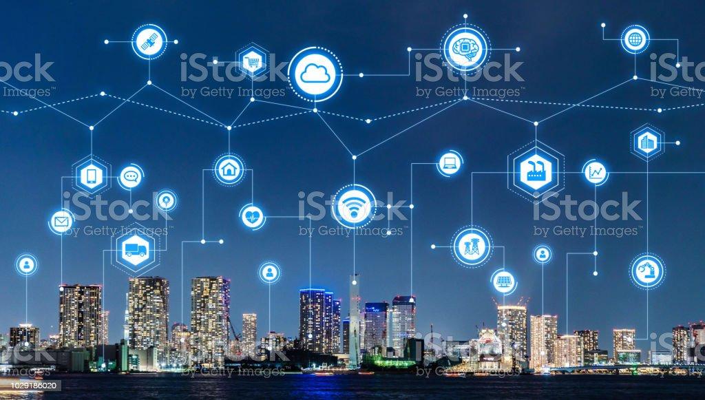 Concepto inteligente de ciudad y de las telecomunicaciones. foto de stock libre de derechos