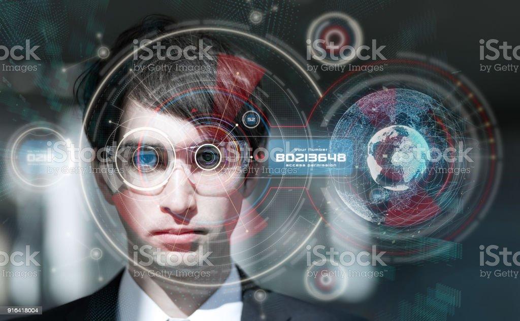 Concept de lunettes actives. Biométrie. Authentification de l'iris. Lunettes de réalité virtuelle. Interface utilisateur graphique. Visualisez la tête. - Photo