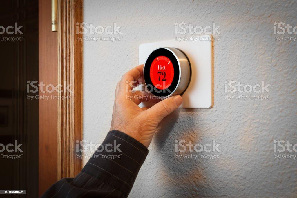 Smart Home: Digital Thermostat Heiz- und Kühlsystem Automatisierung – Foto