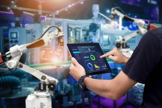 concepto de control inteligente de la industria - robot fotografías e imágenes de stock