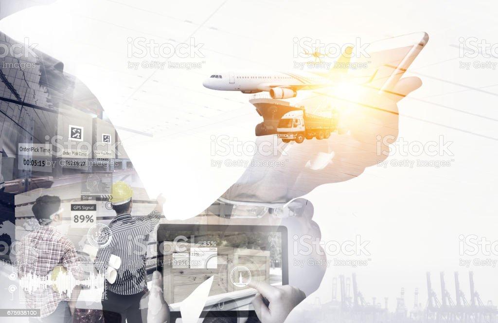 Intelligente Logistik, Augmented-Reality-Technologie, Internet der Dinge, Industrie 4.0, Störung und Supply-Chain-Konzept. Doppelte Belastung des Menschen mit Mobiltelefon mit Drohne, LKW, Flugzeug, Schiff. – Foto