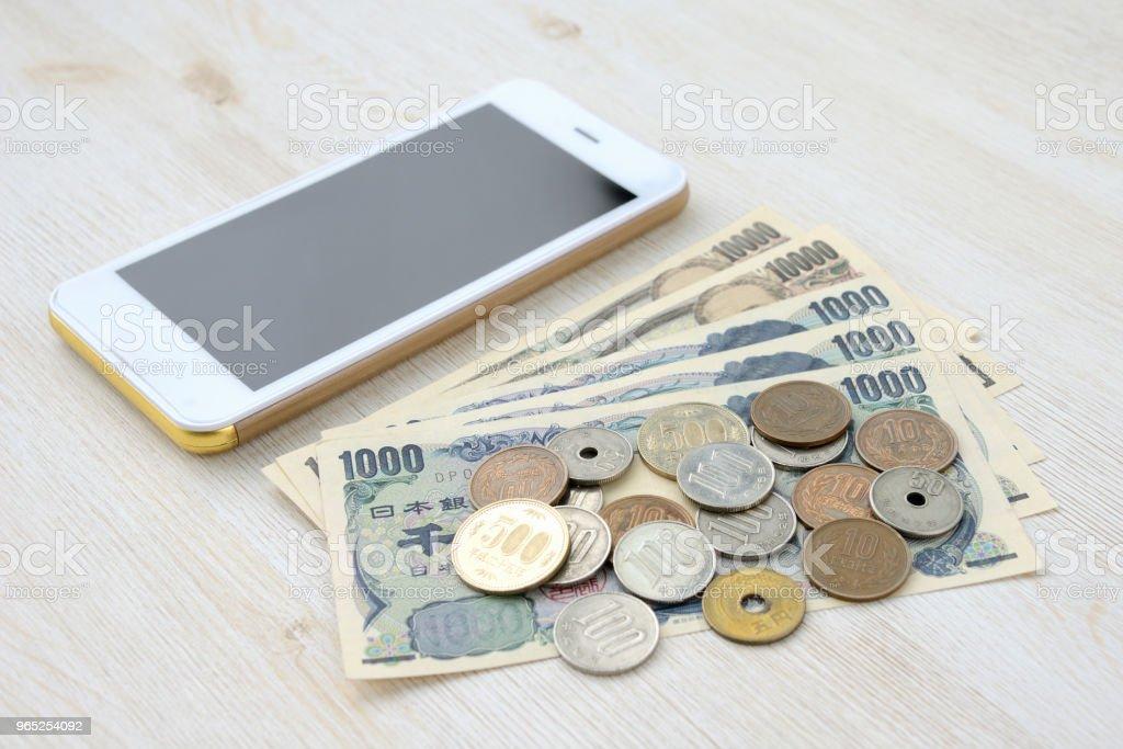 Smart phone and Japanese money zbiór zdjęć royalty-free