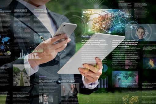 Smart Phone News Application Concept - Fotografie stock e altre immagini di Adulto