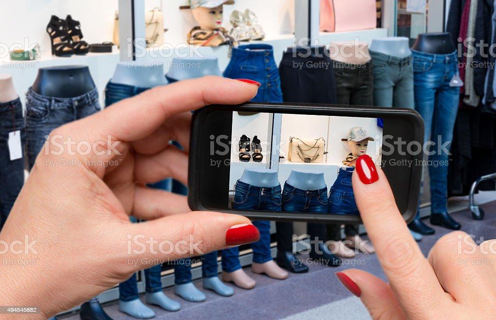 fc7e297a97 Smart Phone Vetrine O Showrooming - Fotografie stock e altre ...