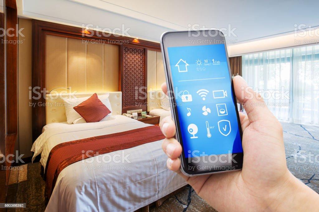 Smartphone mit modernen Zweibettzimmer – Foto