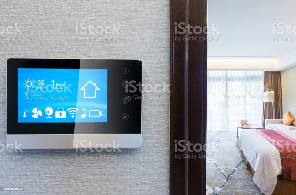 Smart-Screen mit modernen Zweibettzimmer – Foto