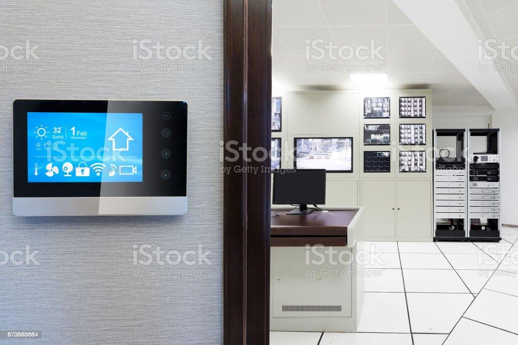 Smart-Screen mit smart Home mit Control Center der Fabrik – Foto