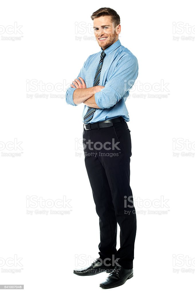 Smart smiling businessman with arms crossed – Foto