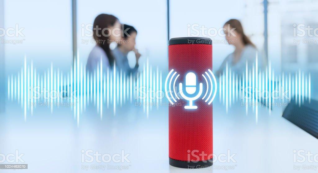 Conceito de alto-falante inteligente. Alto-falante AI. Reconhecimento de voz. - foto de acervo