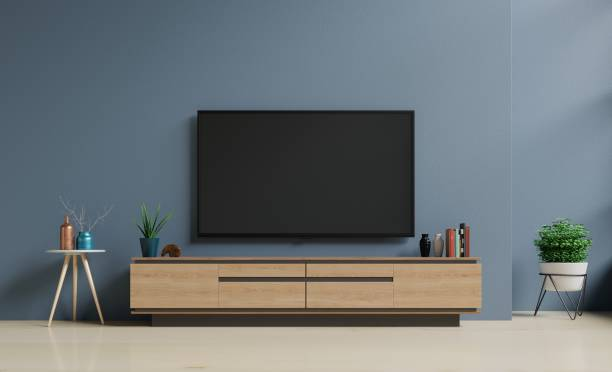 smart tv on the dark blue wall in living room - televisor imagens e fotografias de stock