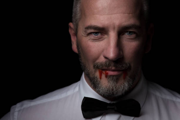 intelligente vampir mit blut - graf dracula stock-fotos und bilder