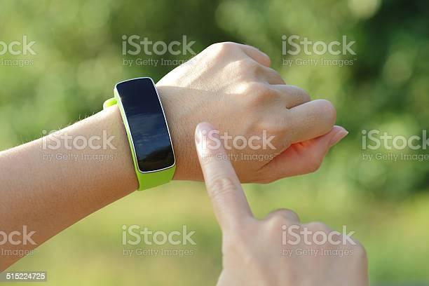 Reloj Inteligente Foto de stock y más banco de imágenes de Adulto
