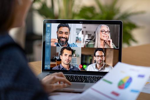 Slim Werken En Videoconferentie Stockfoto en meer beelden van 30-39 jaar