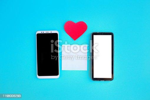 898149690 istock photo Smartphone and heart 1198005293