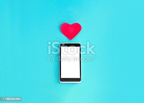 898149690 istock photo Smartphone and heart 1198005494
