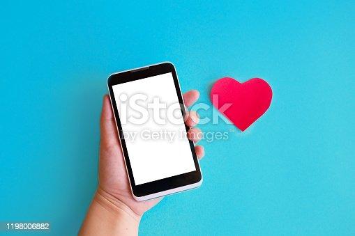 898149690 istock photo Smartphone and heart 1198006882