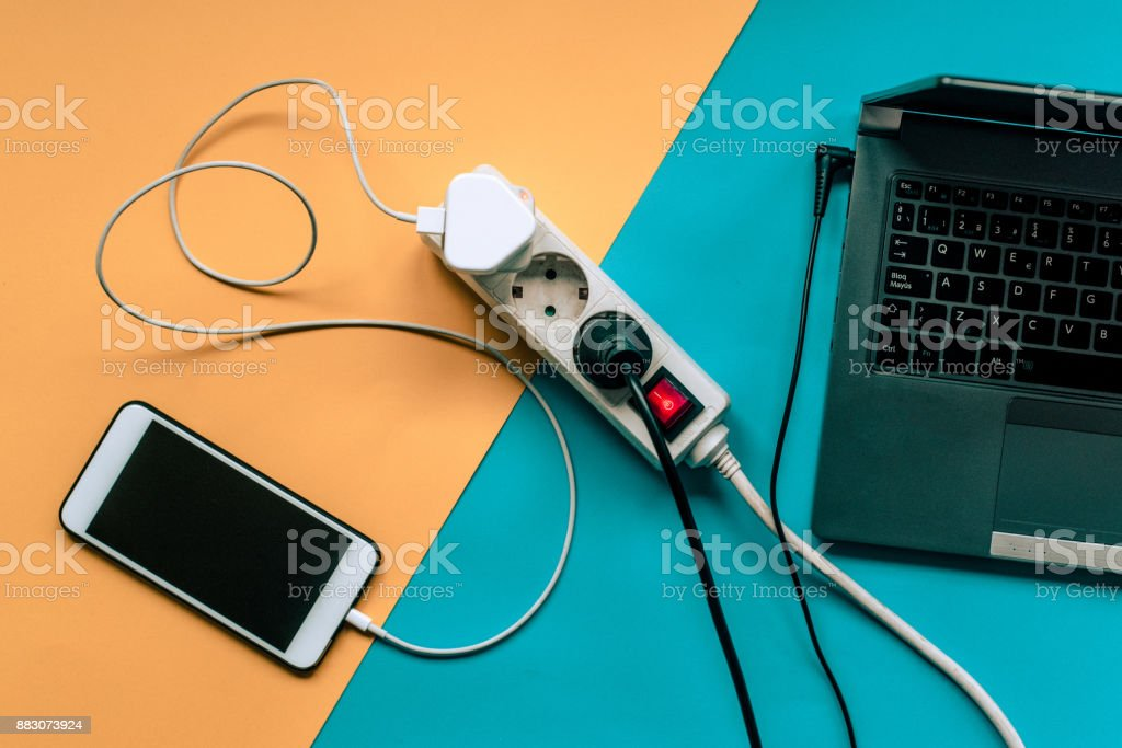 Smartphone and laptop being charged - foto stock