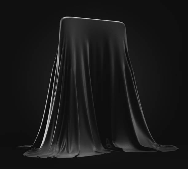 smartphone-prototyp unter schwarzer stoffabdeckung auf dunklem hintergrund versteckt - prototype stock-fotos und bilder