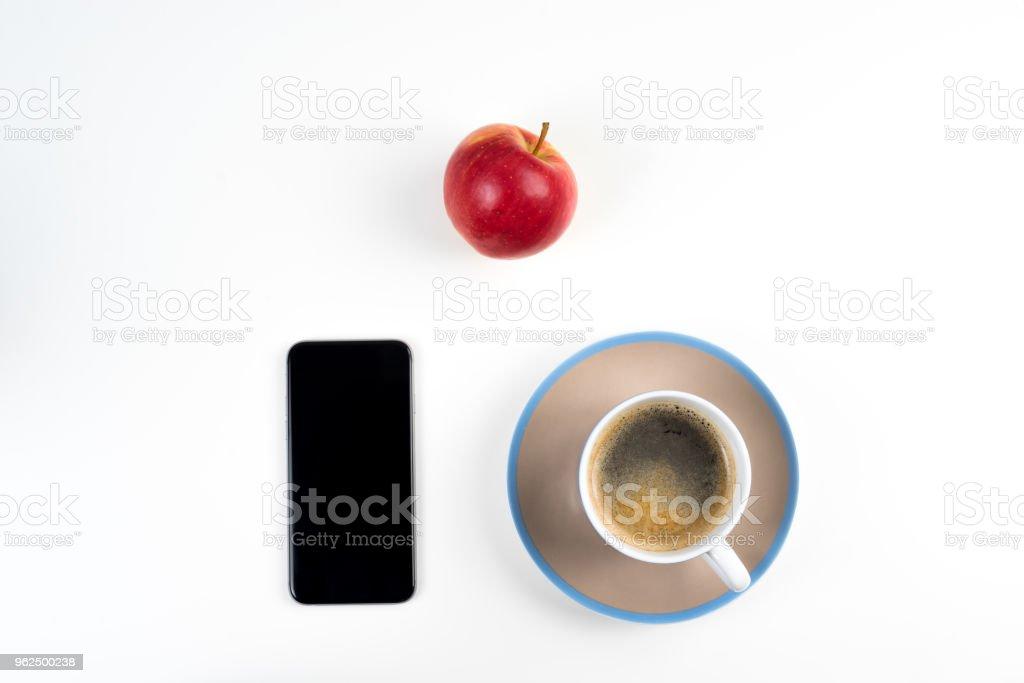 Café e Smartphone vermelho maçã - Foto de stock de Alemanha royalty-free