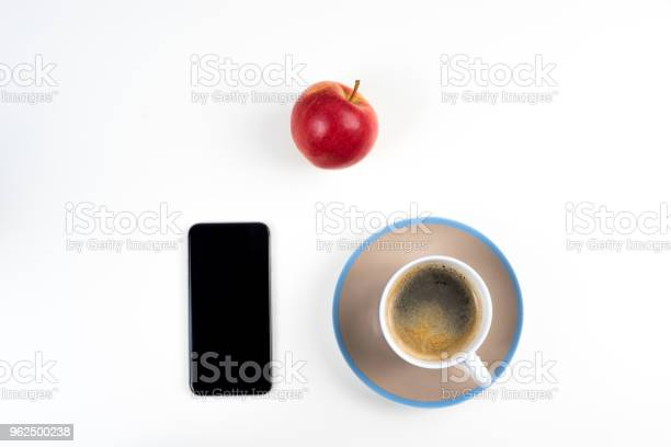 Foto de Café E Smartphone Vermelho Maçã e mais fotos de stock de Alemanha