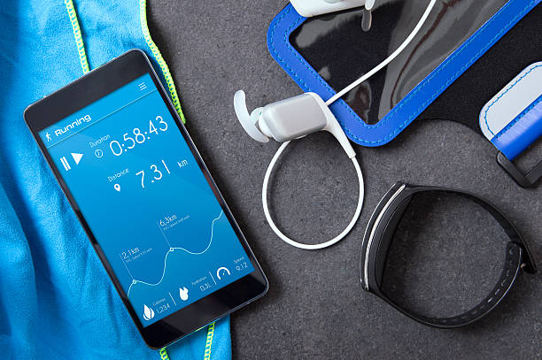 smartphone with an unknown application for runners on the stone. - fitness studio ausrüstung stock-fotos und bilder