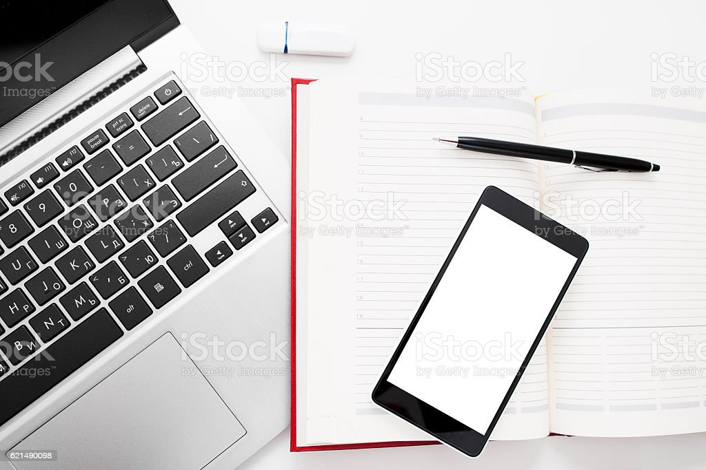 Smartphone with blank screen on office stuff foto stock royalty-free
