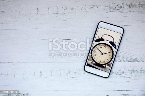 istock Smartphone with clock 893033180