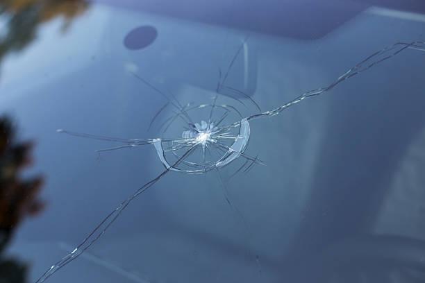 smashed windscreen - voorruit stockfoto's en -beelden