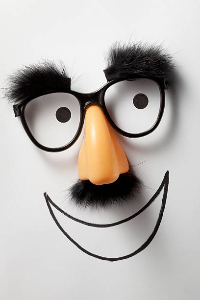 lächeln. lustige brille. - lustige augenbrauen stock-fotos und bilder