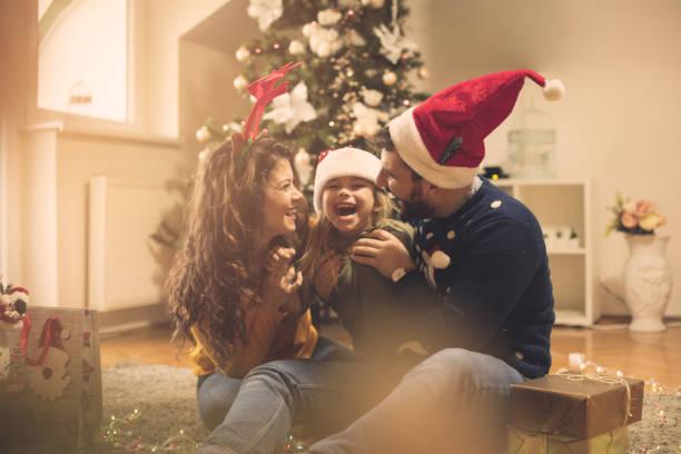 glimlach is de meest kostbare. - christmas family stockfoto's en -beelden