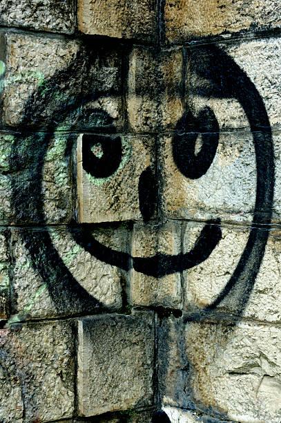 Smiley-Gesicht auf eine Steinmauer – Foto