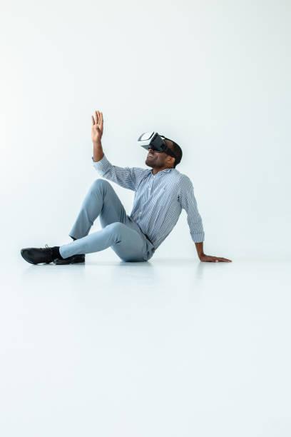 smiling adult afro american man using vr device - ritratto 360 gradi foto e immagini stock