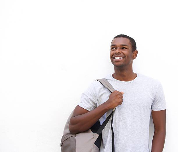 Lächeln afroamerikanische männliche student denken – Foto