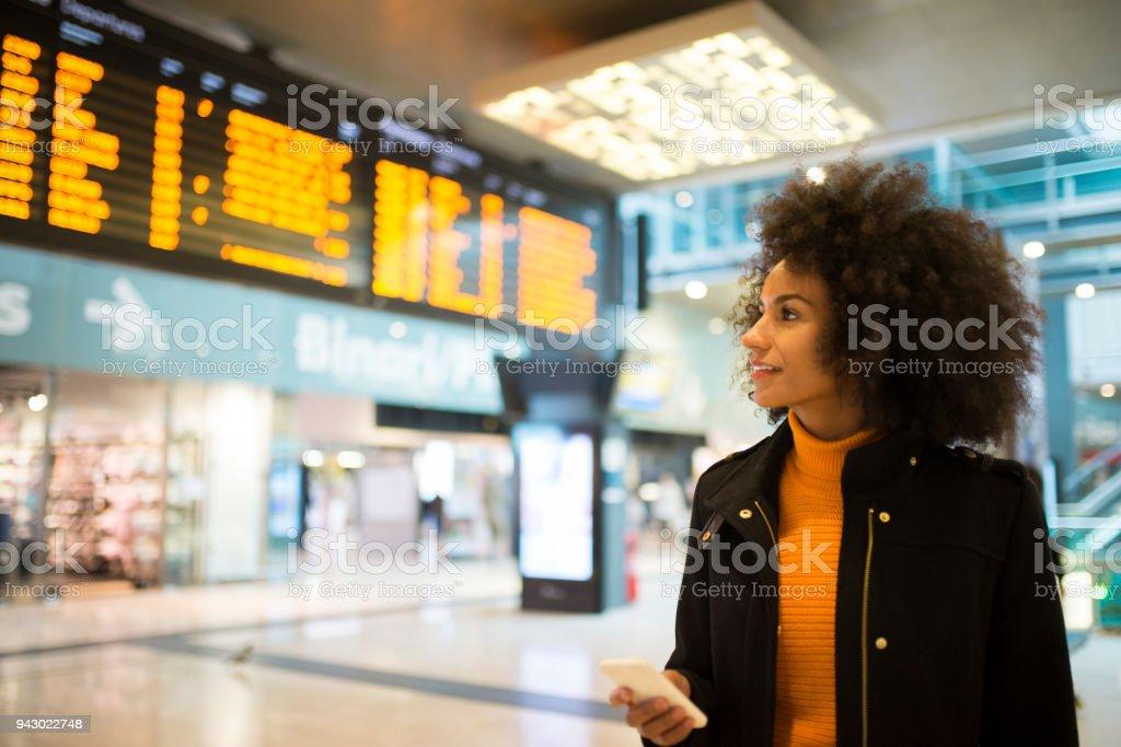 Lächeln afroamerikanische Frau. – Foto