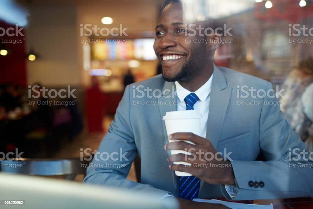 Smiling African Businessman in Coffee Shop foto stock royalty-free
