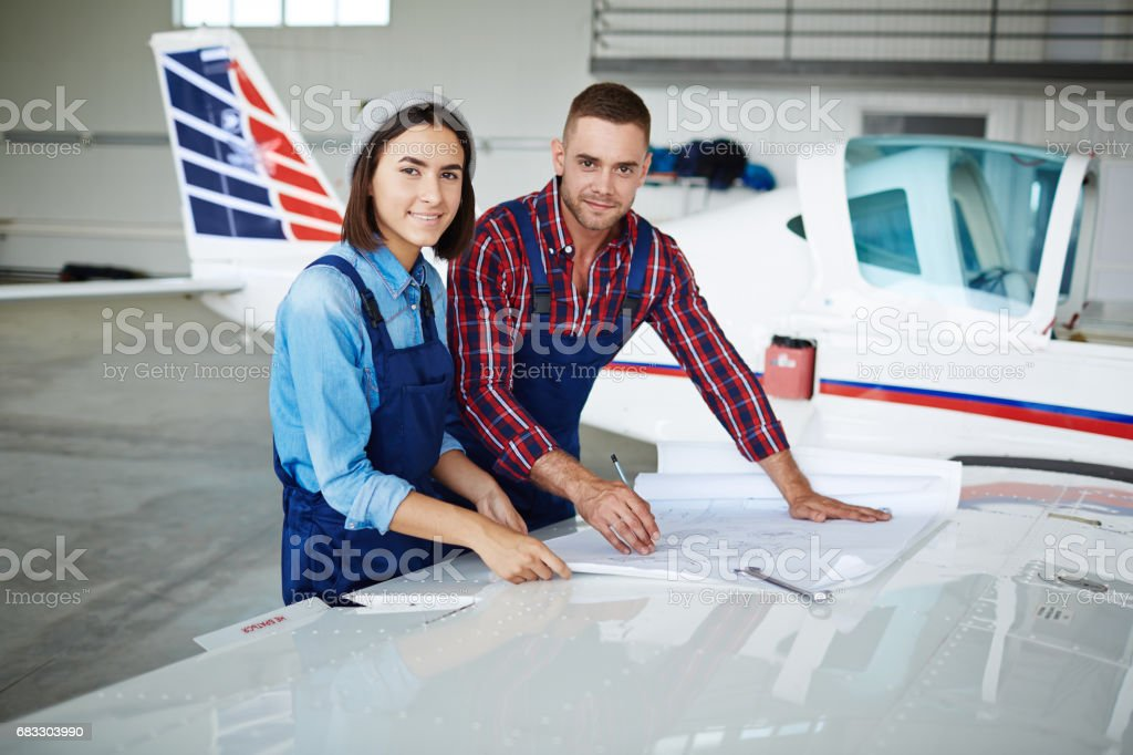 Lachende Airport Service Crew royalty free stockfoto