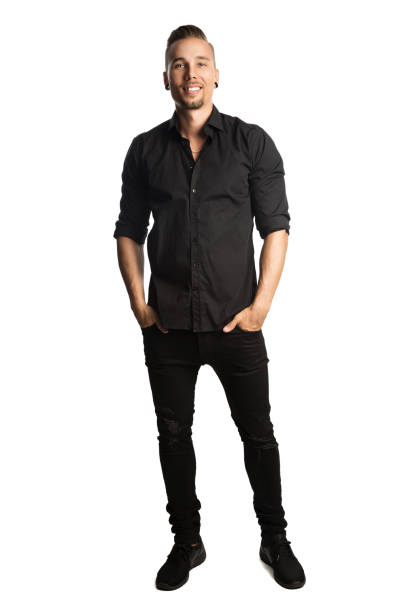lachende aantrekkelijke man in zwarte kleding - zwarte spijkerbroek stockfoto's en -beelden
