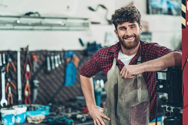 Lächelnde Auto-Reparatur-Garage-Besitzer – Foto